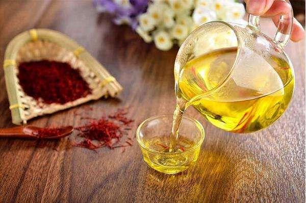 藏红花和蜂蜜泡茶