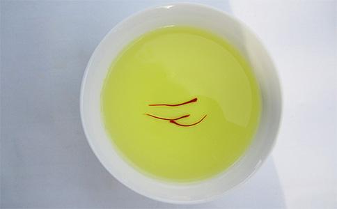西红花泡水图片