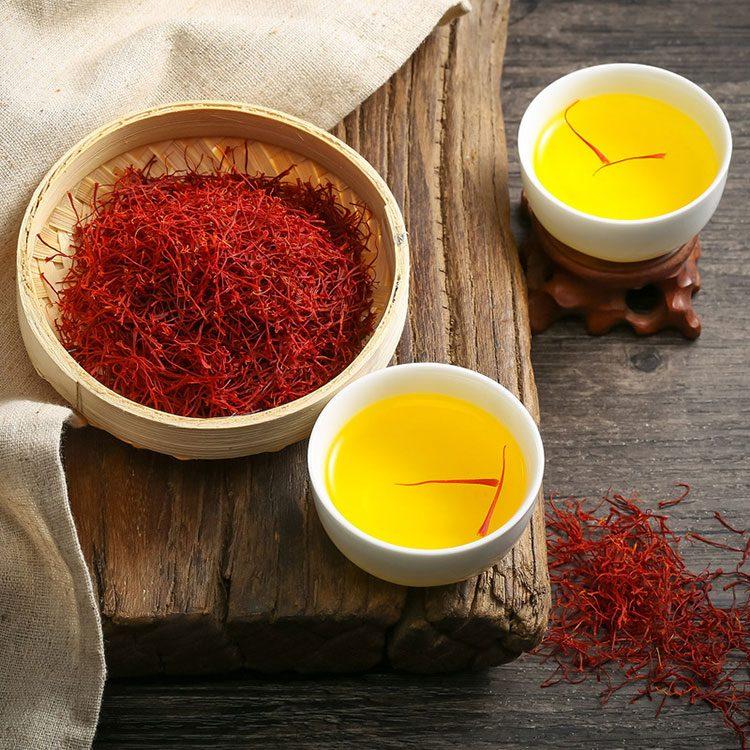 藏红花和藏红花泡茶