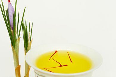 藏红花和藏红花茶图片