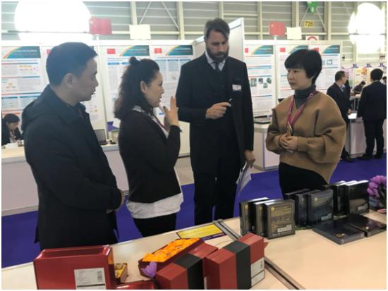 展会现场介绍上海藏红花产品