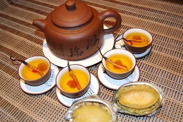 冬蟲夏草煮茶喝