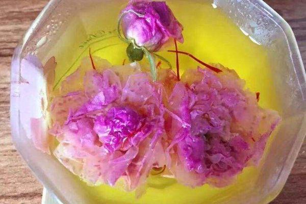 藏紅花和玫瑰花一起泡水喝