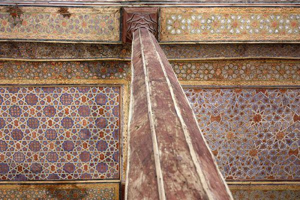 四十柱宮內繁復的裝飾花紋
