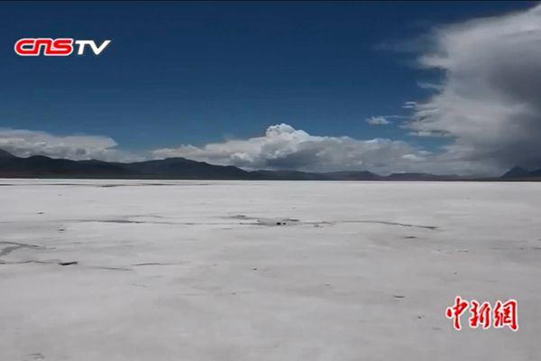 西藏阿里地区革吉县盐湖乡卡庆措盐湖