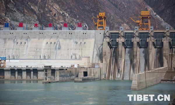 西藏山南市加查县藏木水电站