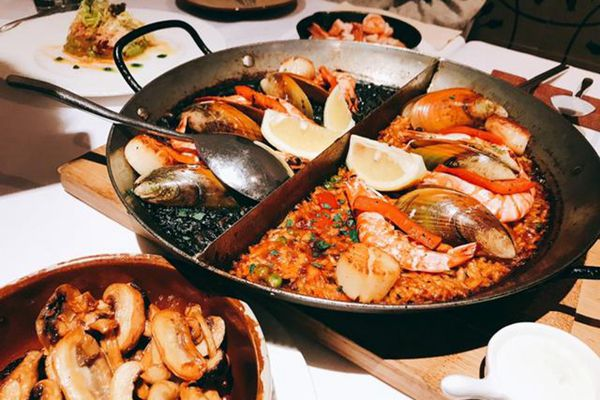 藏紅花西餐廳的海鮮飯雙拼