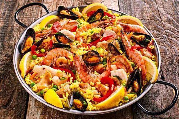 用藏红花做的西班牙海鲜饭