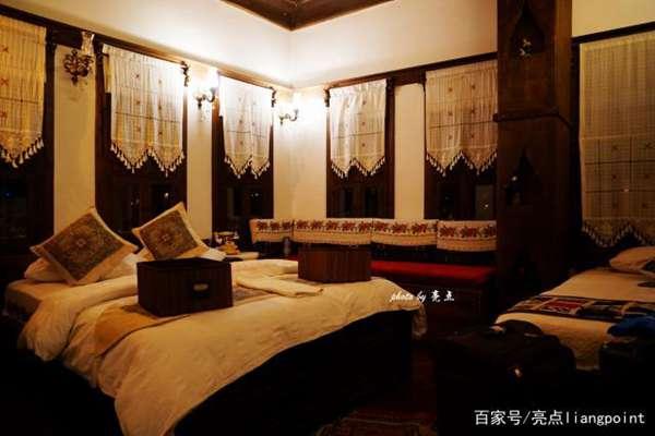 番红花城旅馆内的床