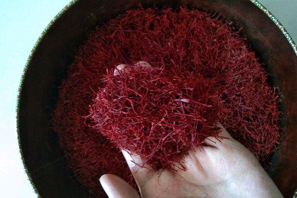 安国药材市场的西红花