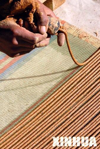 藏香發源地西藏自治區尼木縣吞巴鄉一位村民在制作藏香。