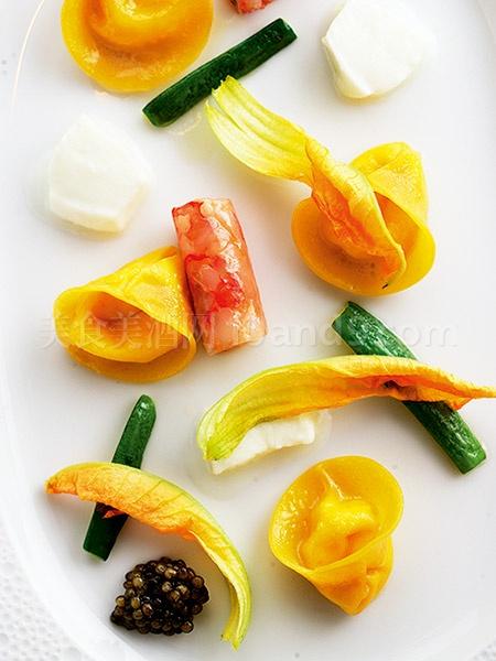 清雅鲜香的藏红花意式水饺