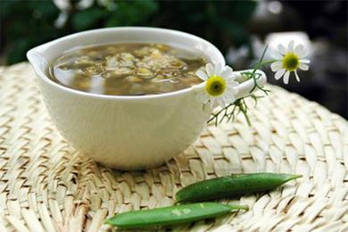 根据病情和药性来判断喝中药时是否能喝绿豆汤