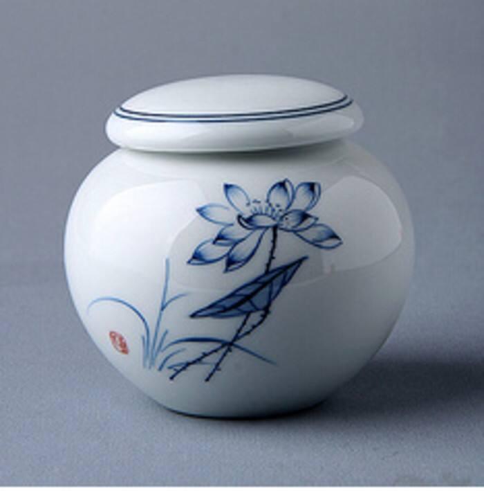 存放石斛的精美茶葉罐
