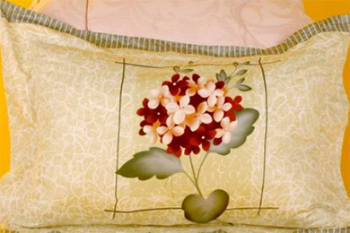 竹碳枕头功效多 勤洗常晒更健康
